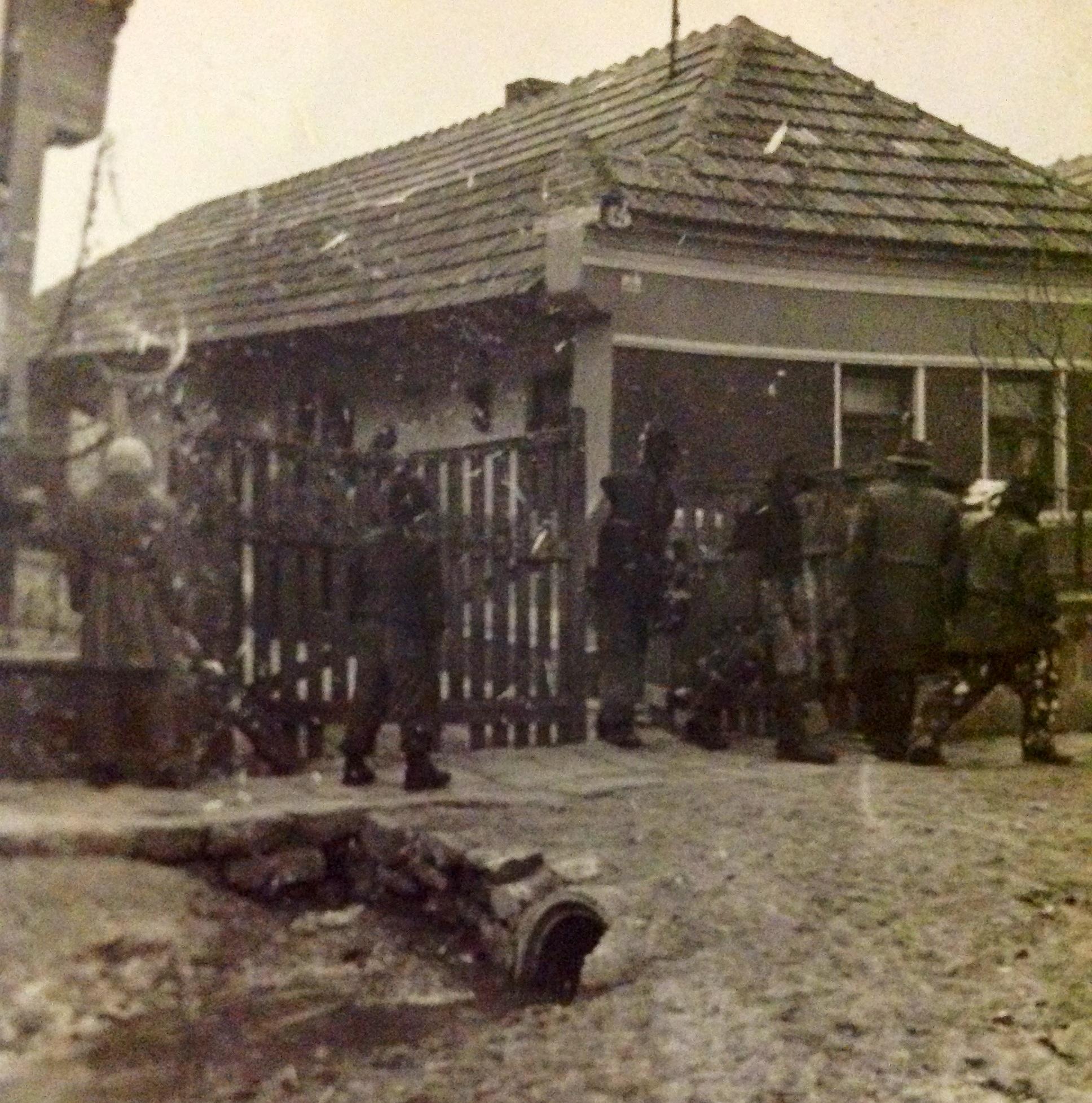 6984. Reméllés egy ház előtt. 1959. Bakó Ferenc