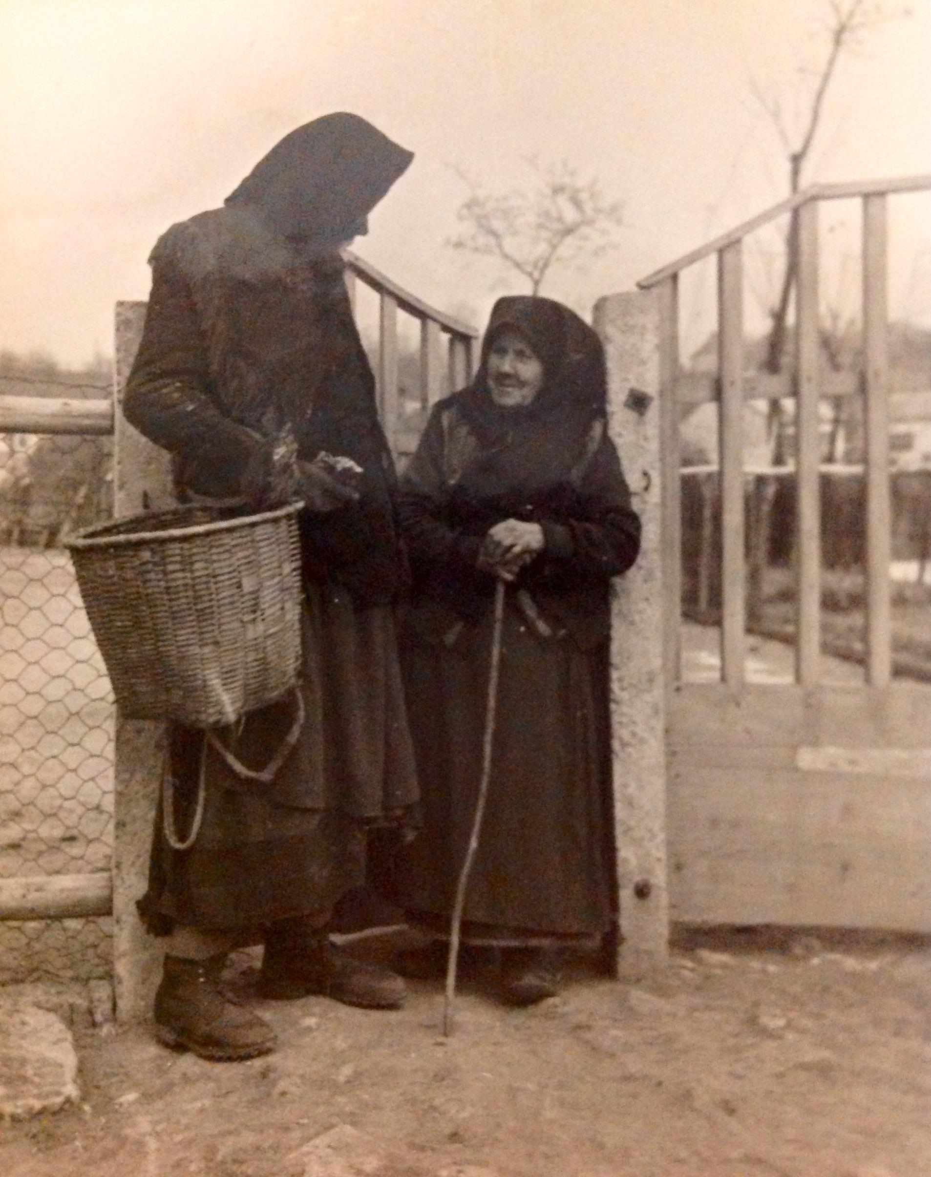 6987.Öregasszonynak öltözött legány kéreget Remélés napján