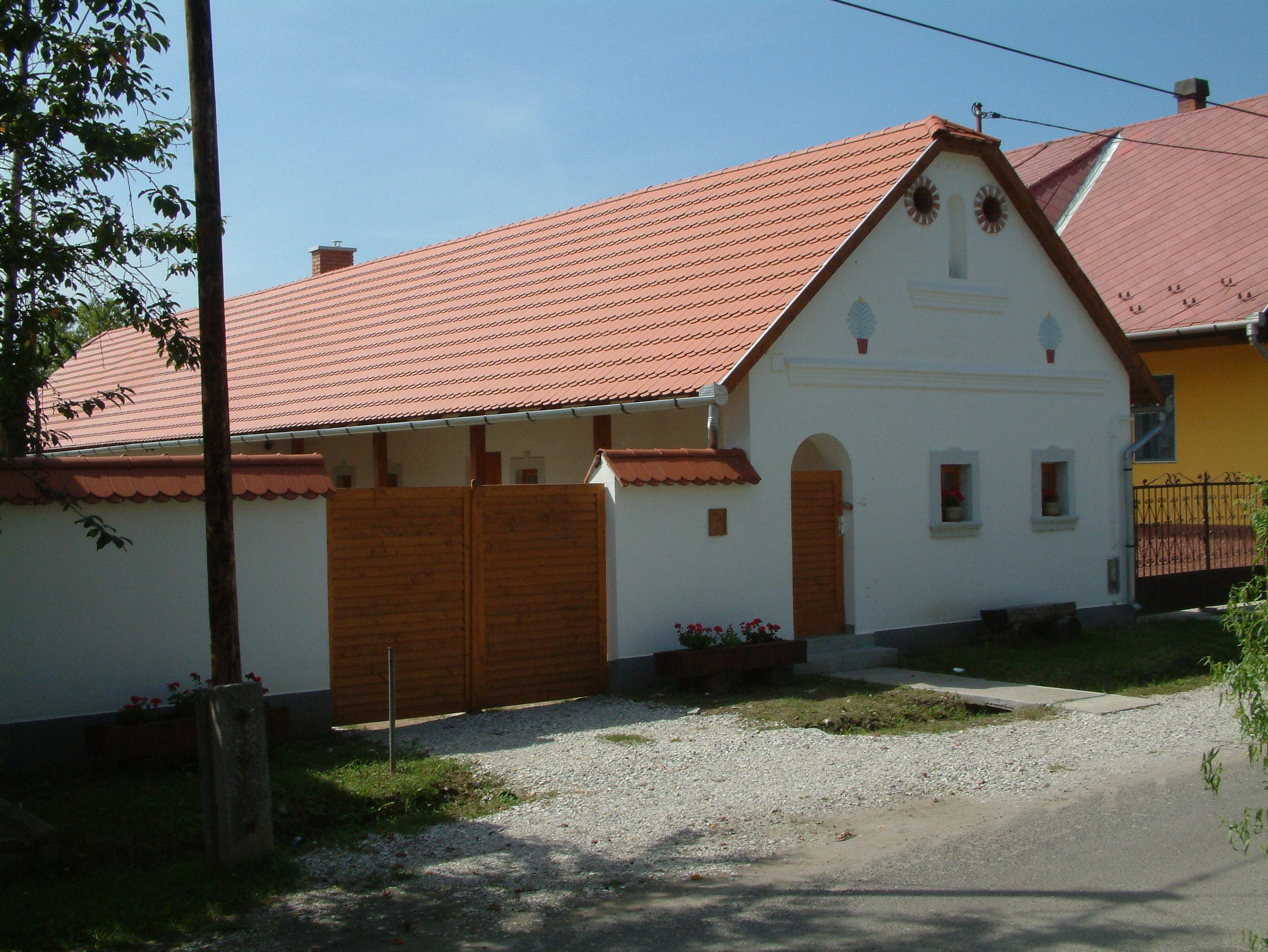 A mostani faluház 2004
