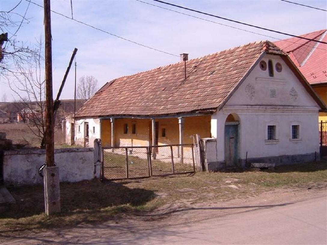 A mostani faluház elődje 1895- ben épült István út 85